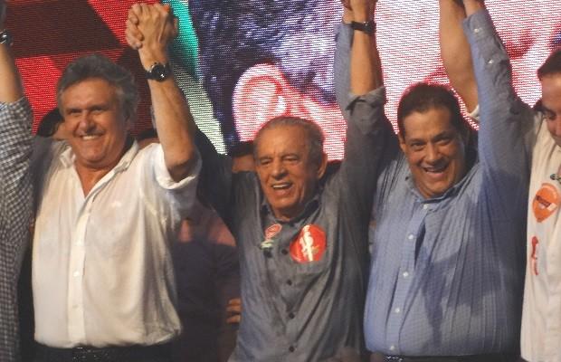 Iris Rezende com Ronaldo Caiado e Armando Vergílio na convenção ao governo de Goiás do PMDB 2 (Foto: Sílvio Túlio/G1)