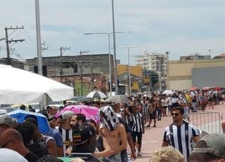 Fila Evento Botafogo Nilton Santos (Foto: Marcelo Baltar)