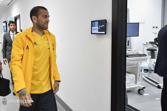 Daniel Alves Juventus exames médicos (Foto: Divulgação/Site oficial do Juventus)
