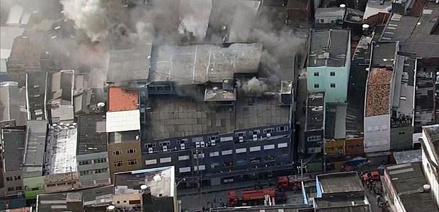 Defesa Civil, Celpe e CTTU enviaram equipes ao local, para auxiliar na retaguarda do trabalho dos bombeiros (Foto: Reprodução / TV Globo)
