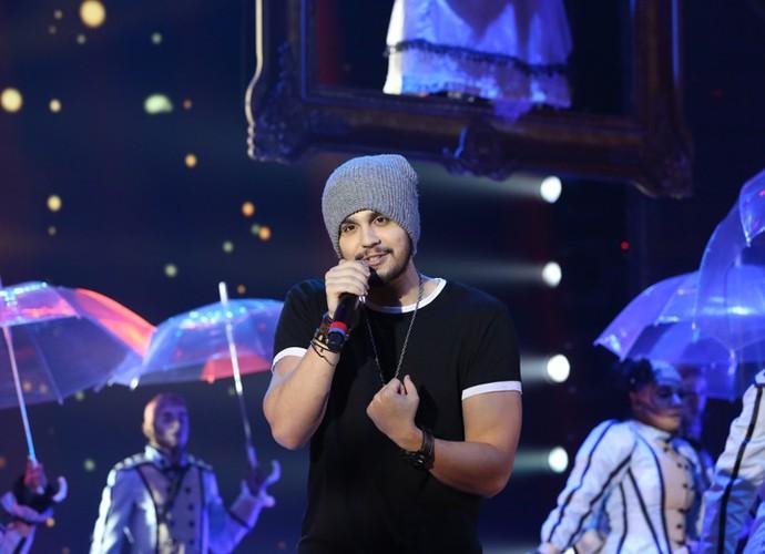Luan Santana se apresenta no palco do Domingão - GATO!!! (Foto: Carol Caminha/Gshow)