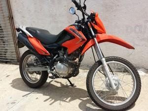 Moto roubada pelo trio tinha rastreador instalado (Foto: Felipe Pereira / TV Clube)