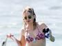 Kate Hudson exibe boa forma de biquíni em praia no Havaí