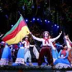 Show gaúcho e natalino 'ensina' turista a dançar  (Cleiton Thiele/Divulgação)