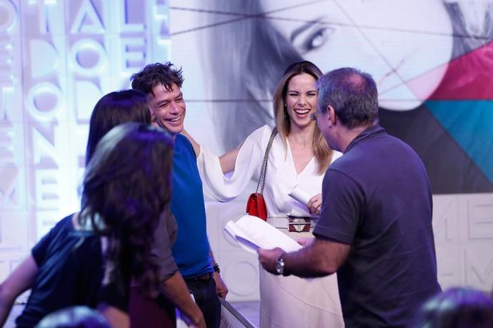Ana Furtado se diverte com Fábio Assunção e o diretor Marcus Figueiredo (Foto: Raphael Dias / Gshow)