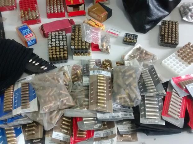 Material apreendido no apartamento do médico (Foto: Divulgação/ Polícia Militar)