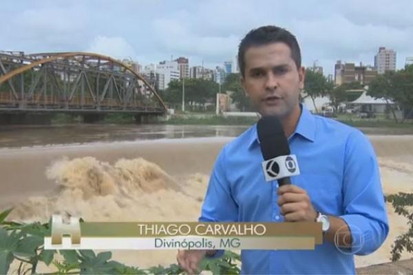Thiago Carvalho mostrou no Jornal Hoje o nível do Rio Itapeceria, em Divinópolis  (Foto: Divulgação | TV Integração )