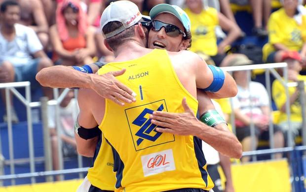 Alison e Emanuel - etapa de Cuiabá do Circuito Brasileiro (Foto: Mauricio Kaye / CBV)
