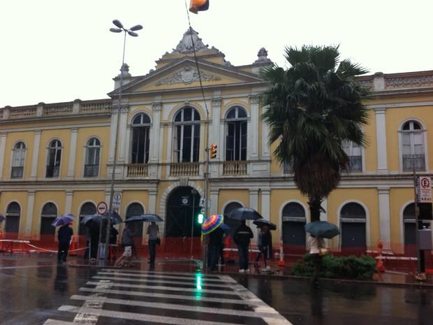 Moradores de Porto Alegre se deparam com triste situação na manhã deste domingo (Foto: Gabriela Haas/G1)