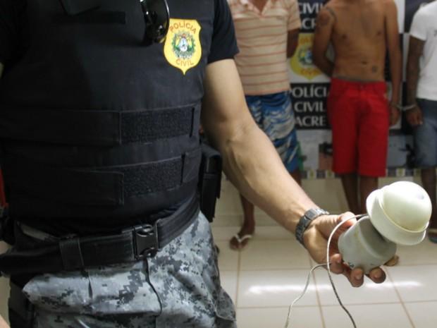 Polícia teria encontrado equipamento de vigilância na casa de suspeito, em Senador Guiomard (Foto: Divulgação/Polícia Civil)