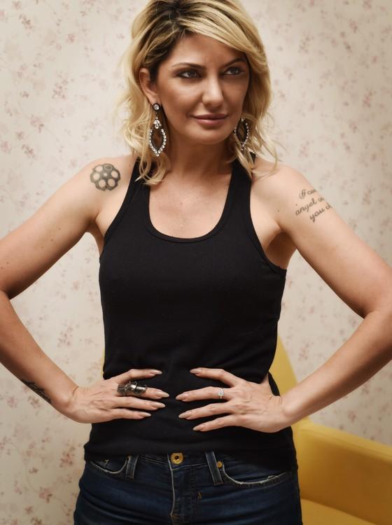 A atriz acaba de estrear em Salvador o monólogo Sincericídio (Foto: Camila Marchon/ Época )