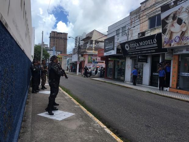 Assalto com reféns no Centro de Natal (Foto: Adriano Abreu)