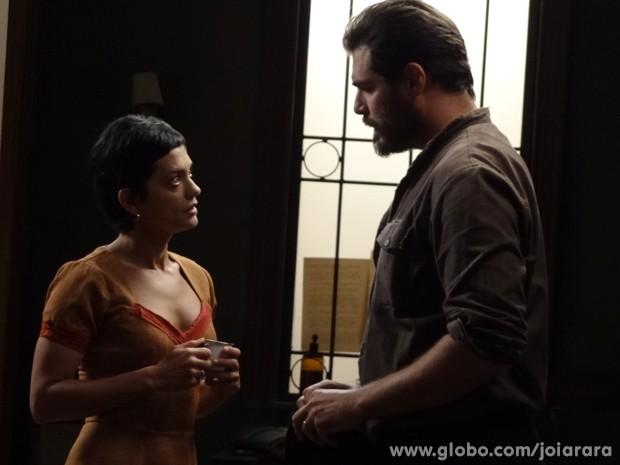 Gaia diz para Toni que tem certeza que Giuseppe está vivo (Foto: Joia Rara/TV Globo)