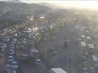 Rio - 16h: Acidente interdita faixa da Avenida Brasil, em Bonsucesso