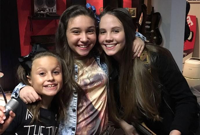 As amigas Pérola Crepaldi e Carol Passos que também representaram o Paraná no The Voice Kids são convidadas especiais do show (Foto: Arquivo pessoal)