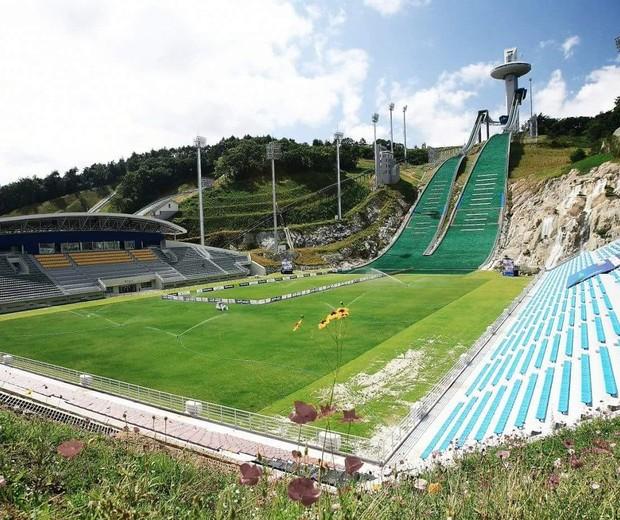 Futebol ou esqui? Estádio na Coreia do Sul chama a atenção (Foto: reprodução )