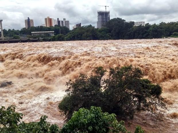 Salto do Rio Piracicaba na manhã deste sábado (2) (Foto: Araripe Castilho/G1)