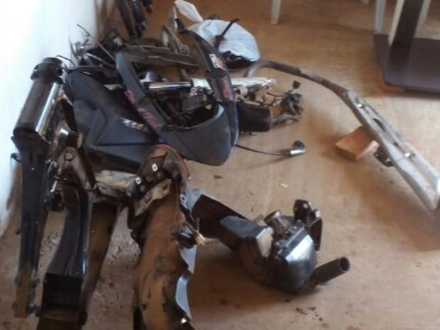 Moto havia sido roubada há dois dias, em Aparecida de Goiânia, Goiás (Foto: Divulgação/ PM)