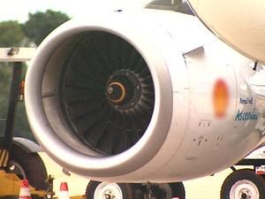 Urubu entrou em uma das turbinas de avião que decolava em Ribeirão Preto (Foto: Reprodução EPTV)