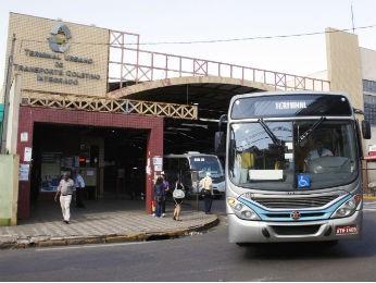 Segundo a prefeitura, 24 mil pessoas utilizam o transporte coletivo em Apucarana por dia. (Foto: Edson Denobi/Divulgação/Prefeitura de Apucarana)