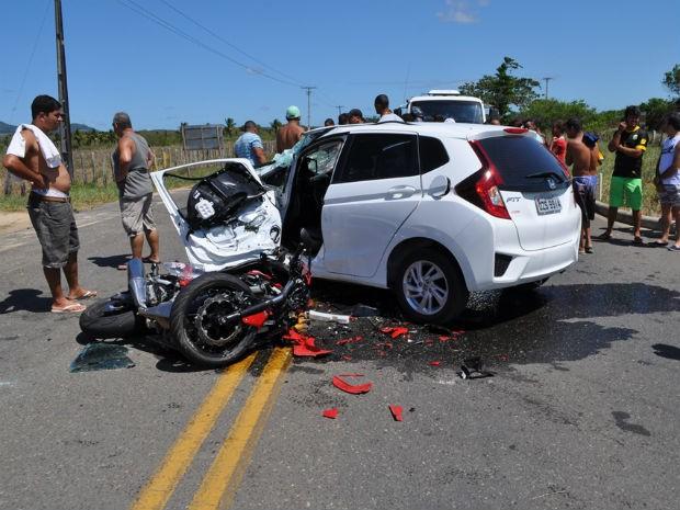 Acidente mata motociclista na BA-489, no extremo-sul da Bahia (Foto: Danuse Cunha / Itamaraju Notícias)