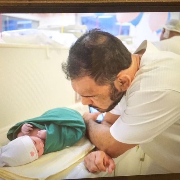 Nasce o filho de Rogério Minotouro (Foto: Amanda Vargas/Divulgação)