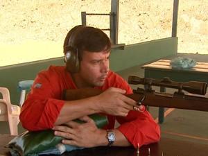 Instrutor de tiro Fabiano Rosa da Silva, de Ribeirão Preto, SP (Foto: Reprodução/EPTV)