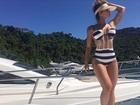 Kelly Key posa com maiô estiloso e ostenta corpão em passeio de barco
