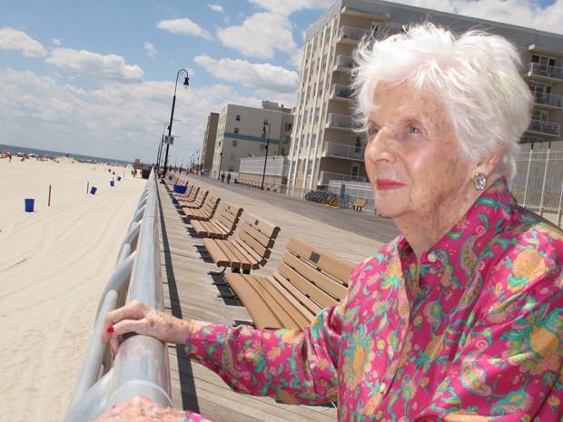 Lucille Horn sobreviveu após ter nascido em 1920 pesando apenas 900 gramas (Foto: Frank Eltman/ AP)