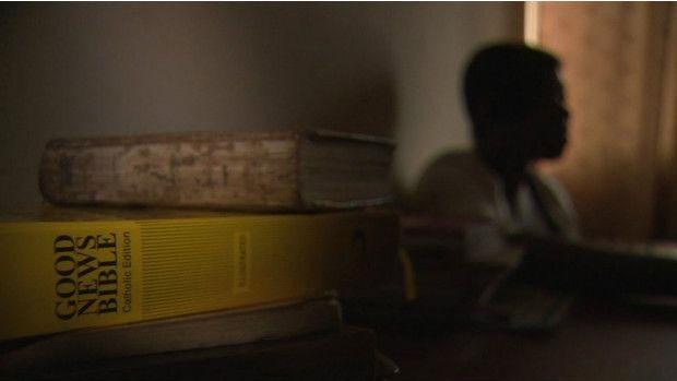Kemi conta ter sido seduzida por traficantes em troca de promessa de trabalho e estudo  (Foto: BBC)