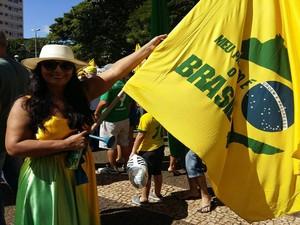 'Depois de tudo o que vem acontecendo com a nossa política, o brasileiro que fica em casa não quer mudança. Mas eu quero e luto por ela!', diz Neuza Pinheiro, 49 anos, publicitária de Uberlândia (Foto: Caroline Aleixo/G1)
