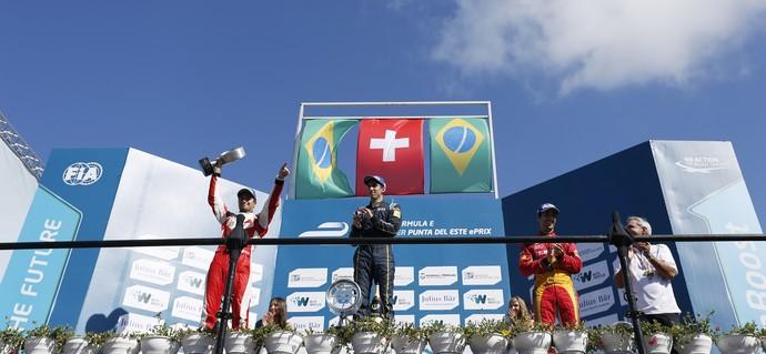 Sebastien Buemi, Nelsinho Piquet e Lucas di Grassi em pódio da Fórmula E em Punta del Este (Foto: Divulgação)