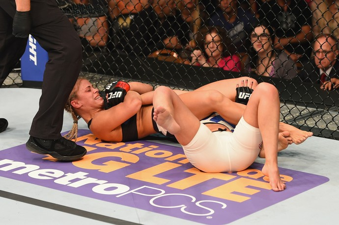 Paige VanZant finalização Alex Chambers UFC 191 (Foto: Getty Images)