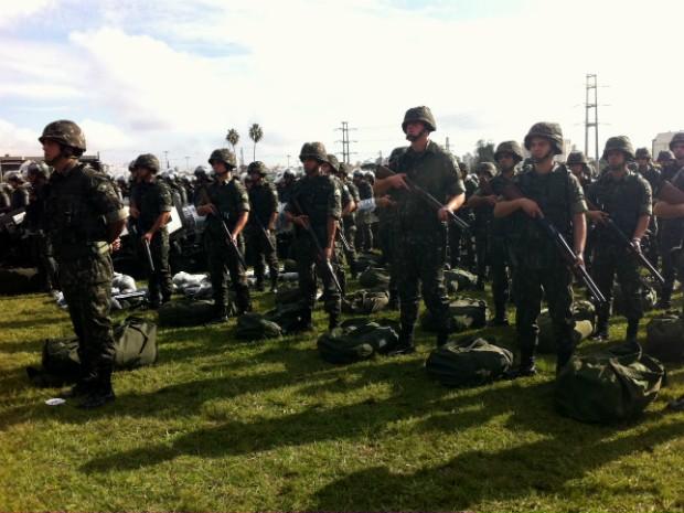 Militares se apresentaram nesta terça-feira (20) em Porto Alegre (Foto: Rafaella Fraga/G1)