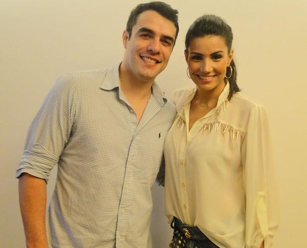 O casal Mariana Felício e Daniel Saullo chegaram agarradinhos (Foto: Domingão do Faustão/ TV Globo)