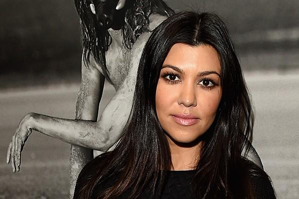 """Kourtney Kardashian perdeu a virgindade aos 14 anos. """"Foi com esse cara super manipulativo"""", admitiu Kourtney em seu livro 'Kardashian Konfidential'. (Foto: Getty Images)"""