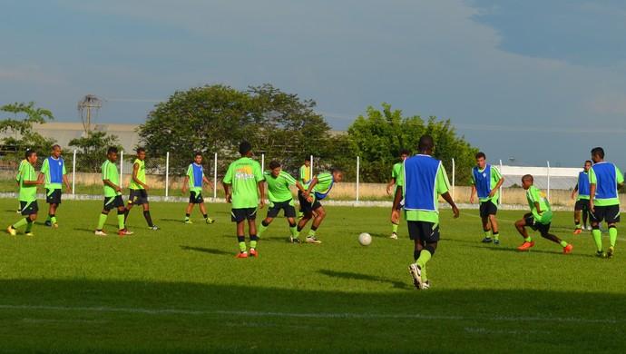 Equipe do Ji-Paraná se prepara para disputar a Copa São Paulo em 2014 (Foto: Mônica Santos)