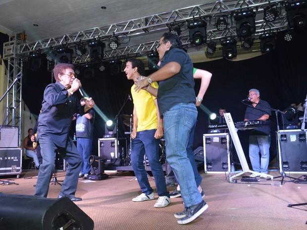 Reginaldo Rossi e público durante último show em Manaus (Foto: Willian Rezende)