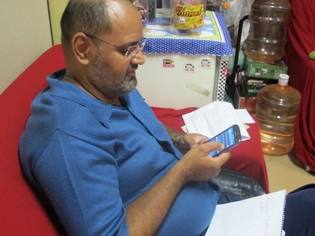 José Marcello ficou surpreso ao encontrar fotos do dono do seu celular roubado (Foto: LG Rodrigues / G1)