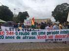 Manifestantes fazem ato contra a PEC 241 em Santarém, no PA