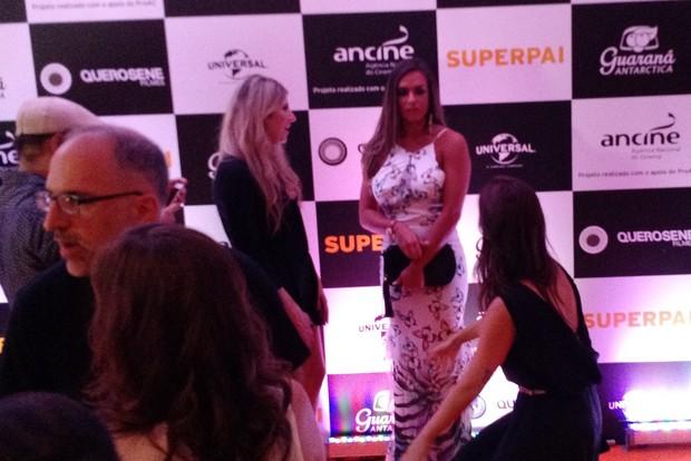 Dani Calabresa, Nicole Bahls e Juliana Didone em pré estreia no  Rio (Foto: Léo Martinez/EGO)