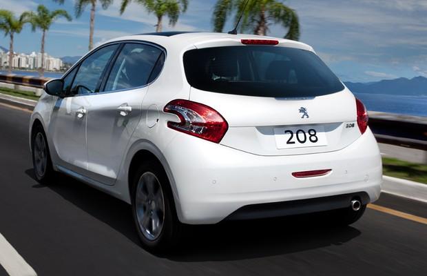 Peugeot 208 ganha motor 1 2 tricil ndrico e vers o gt com for Interno peugeot 208