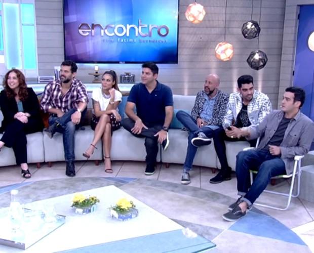 Marcos Veras leva sua cadeira para o palco do Encontro (Foto: Encontro com Fátima Bernardes / TV Globo)
