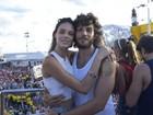 Com namorada, Chay Suede curte carnaval de Salvador pela 1ª vez
