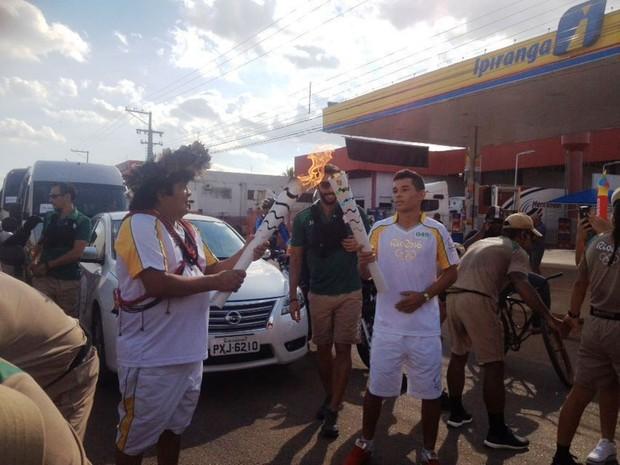 Almir Surui é lider dos paiter-surui, conduz a tocha olímpica em Porto Velho (Foto: Toni Francis/G1)