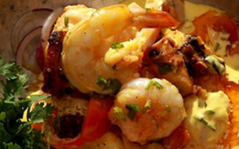Cataplana com peixe, camarão, polvo, lula, sururu e lagosta