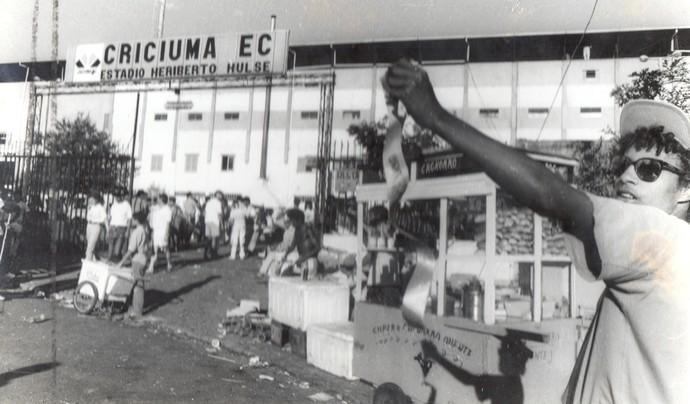 torcida criciúma Heriberto Hülse 1991 (Foto: Arquivo / Criciúma E.C.)