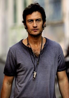 Gabriel Braga Nunes interpreta Paulinho de Jesus, produtor musical e ex de Sereia (Foto: TV Globo / Estevam Avellar)
