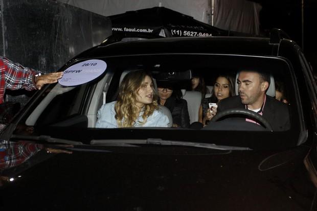 Sasha causa tumulto na saída (Foto: Celso Tavares / EGO)