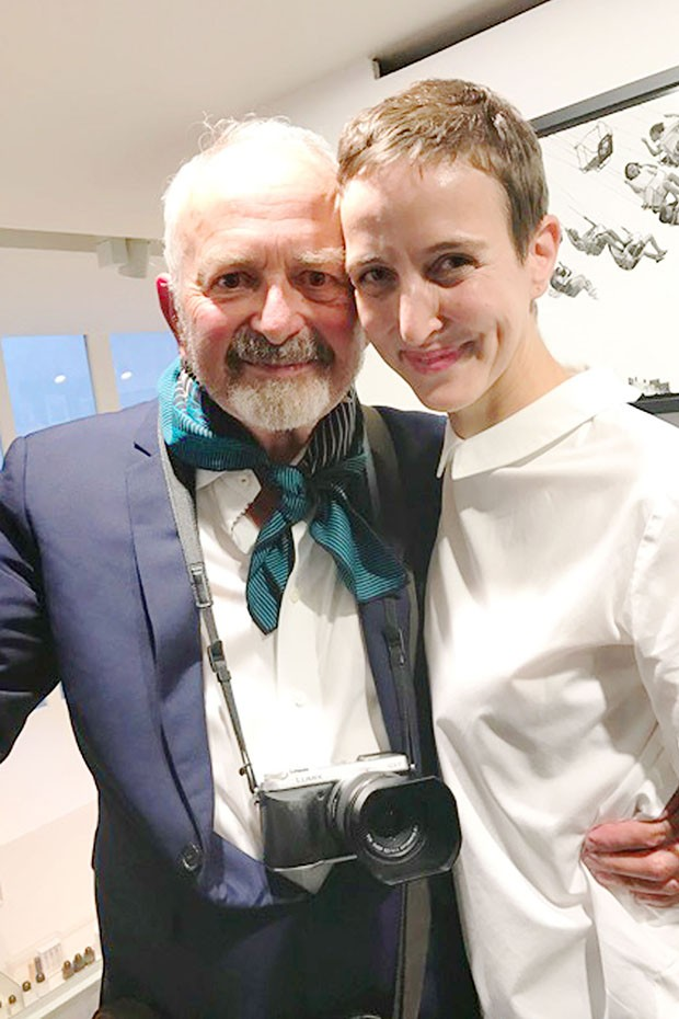 Arthur Elgort at his exhibition opening with Sarah Andelman, the Creative Director and co-founder of Colette in Paris (Foto: @SUZYMENKESVOGUE)